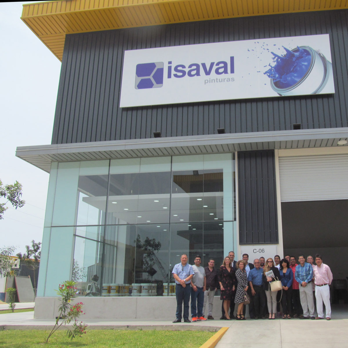 Gran apertura del Megacentro Lurín en Lima.