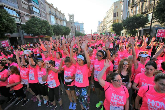 Pintando de rosa la carrera de la mujer de Valencia.