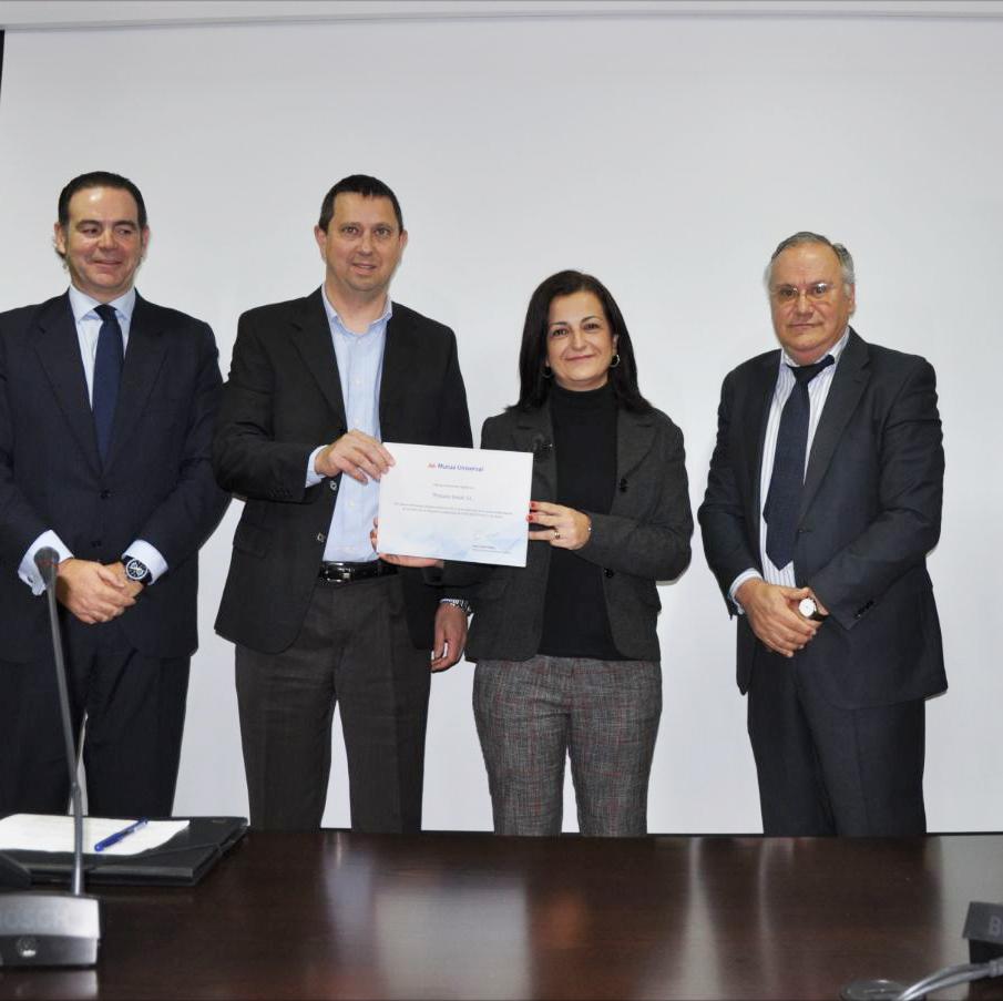 Entrega de diploma Bonus 2015 a Isaval por parte de Mutua Universal